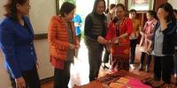 中国妇女发展基金会在琼调研黎锦苗绣 - 妇女联合会