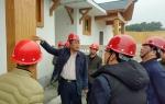 霍巨燃厅长慰问琼中百花村移民安置项目工地农民工 - 住房和城乡建设厅