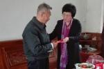 省人大常委会副主任何西庆春节前走访慰问离休老党员 - 人民代表大会常务委员会