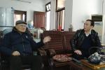 省人大常委会秘书长屈建民春节前走访慰问退休老党员 - 人民代表大会常务委员会