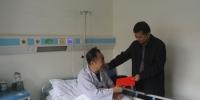 省总工会副主席郑有基慰问患病住院老干部林崇超 - 总工会