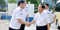 刘赐贵在省公安系统调研时要求全省广大公安干警坚持以人民为中心的发展思想 做人民群众的贴心人 - 公安厅