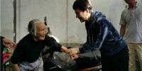 省残联党组书记种润之到临高定点扶贫村走访慰问困难残疾人 - 残疾人联合会