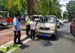 拘10日、扣车!为喝一杯奶茶,儋州一男子无证偷开哥哥未年检面包车上路 - 海南新闻中心
