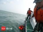 乘快艇出海钓鱼遇风浪 琼海海警成功救助3名落水人员 - 海南新闻中心