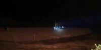 """暴雨导致河流水位暴涨 白沙两村民被困河中""""孤岛""""滩涂地带 - 海南新闻中心"""