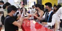 酩轩轩尼诗在首届消博会上发布多款新品,设置全沉浸式艺术体验 - 海南新闻中心