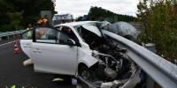 事发琼中!轿车撞上高速公路护栏 小女孩被救,司机被困…… - 海南新闻中心